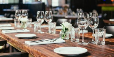 05141939_restaurant-table-setting-dinner-party-min