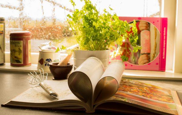 cookbook-761588_1920